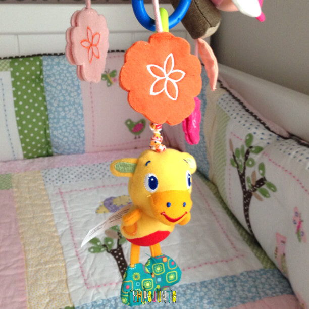Atividades para bebês de 0 a 6 meses – #2 brinquedos no berço