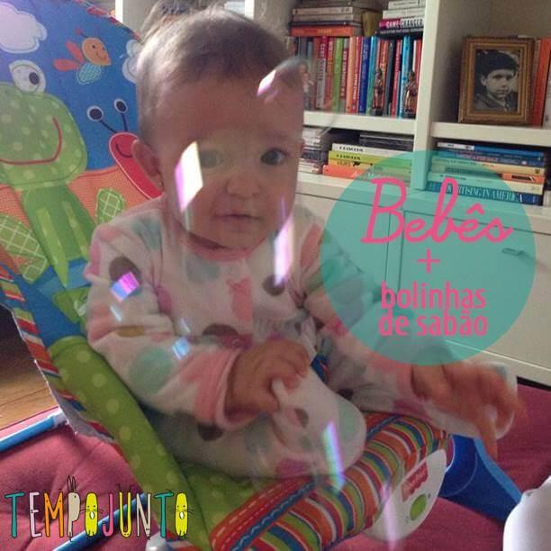 Bebês e bolhas de sabão