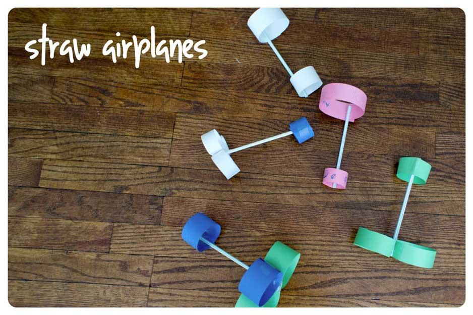 5 brincadeiras incríveis de voar para fazer com as crianças - aviao de canudo