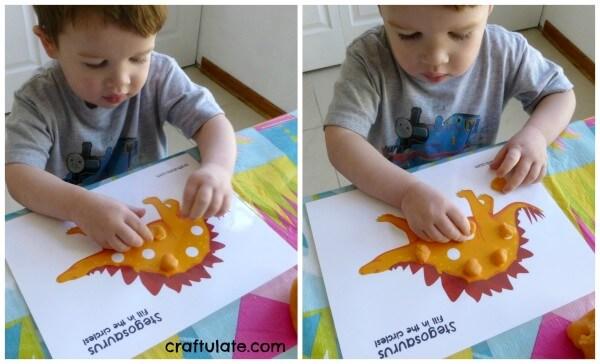 Ideias criativas usando massinha caseira para fazer com criança - usando folha impressa e massinha caseira