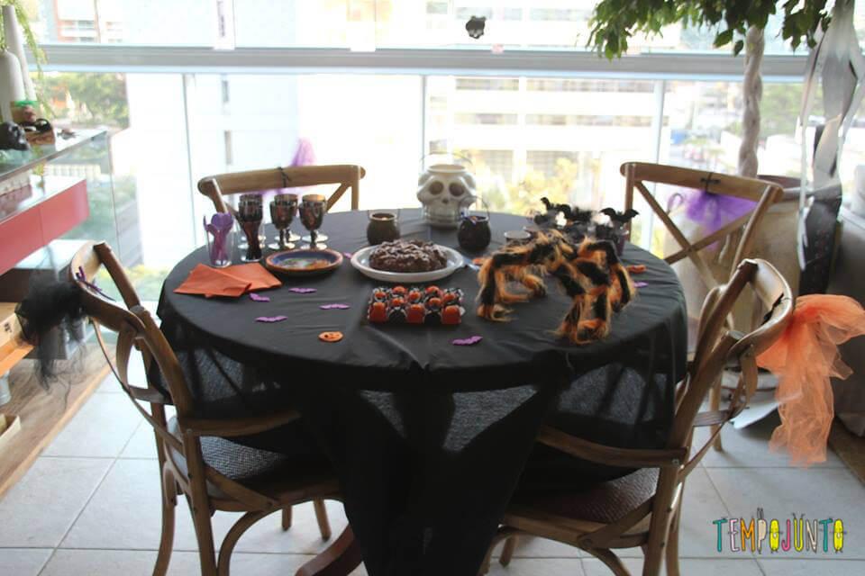 Mesa da festa do Halloween