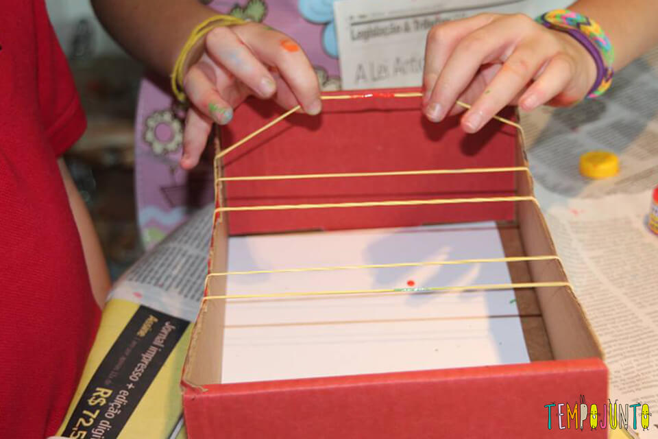 Puxando o elastico antes de pintar