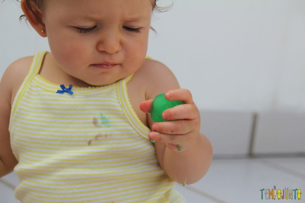 arte para bebês com gelo colorido - Gabi e o gelo