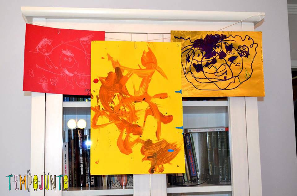 exposição de arte em casa- Desenhos pendurados na parede