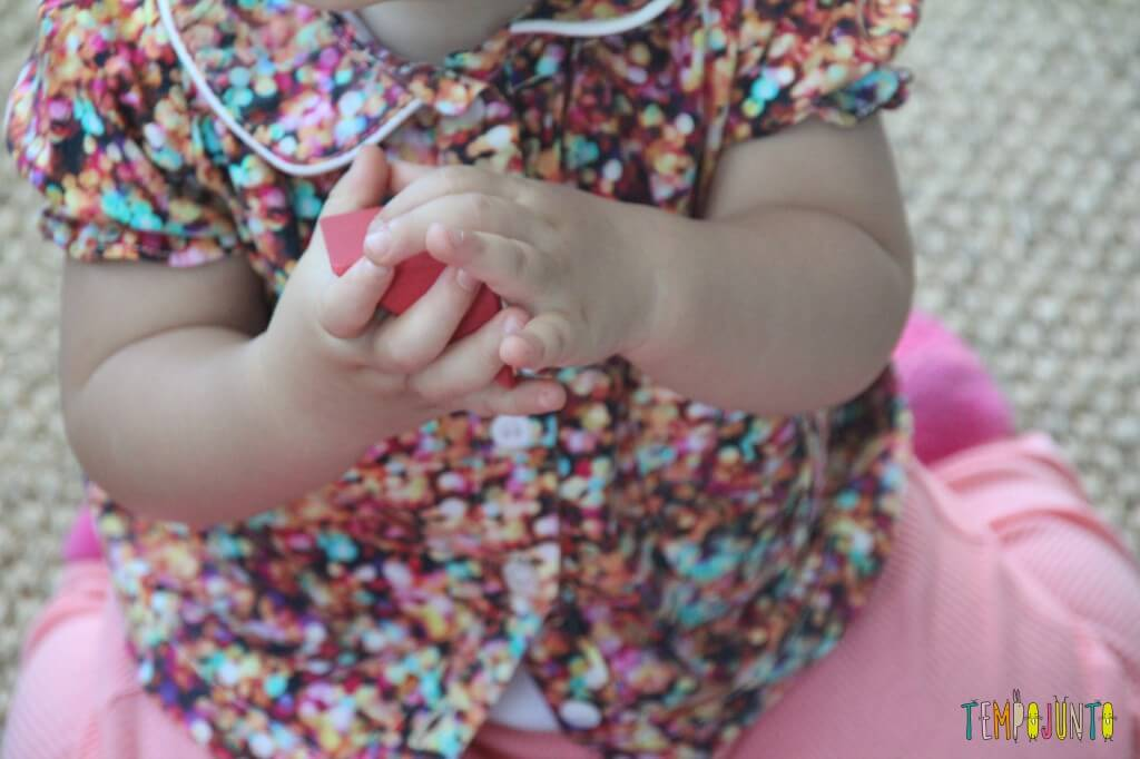 brincadeira para bebês - mao da gabi