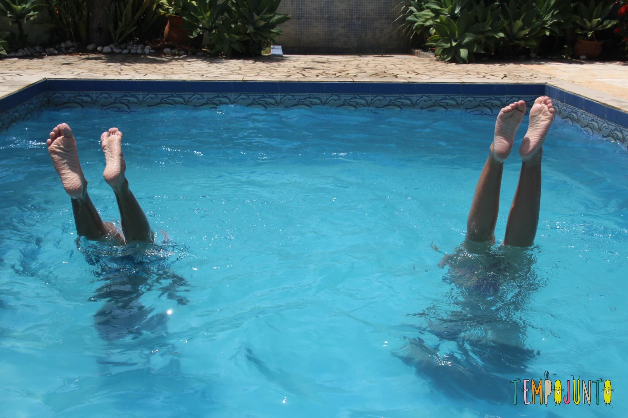 Brincadeiras na piscina para crian as de 7 anos ou mais for Caillou na piscina