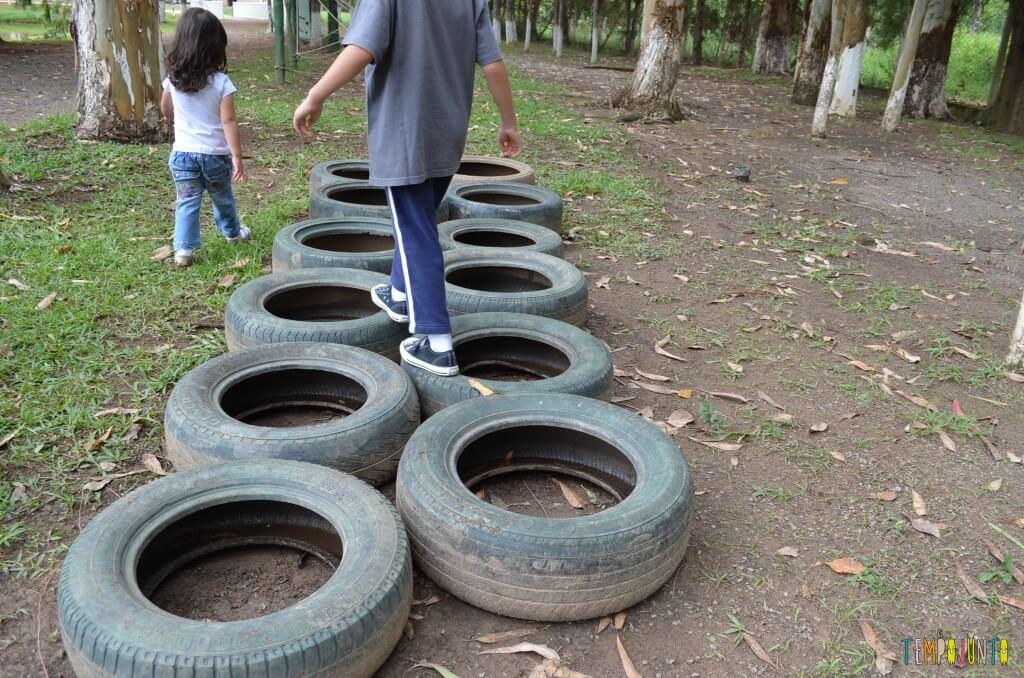 brincar ao ar livre - pneu