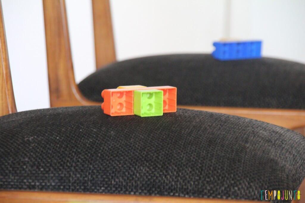 Incentive seu bebê a andar - lego na cadeira