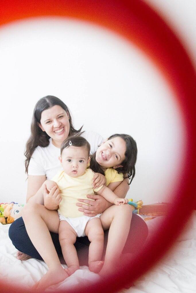 Melinda do @maternidadesimples dá suas dicas sobre o brincar com bebês - Melinda com filhas