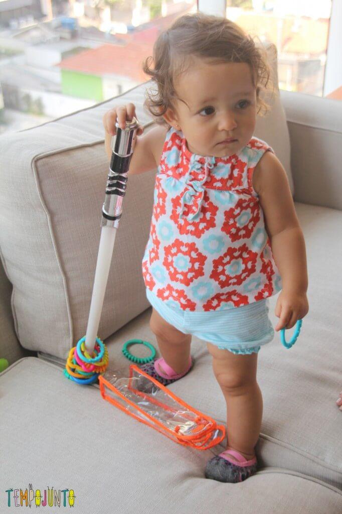 Como inventar brincadeiras para os bebês - base das argolas
