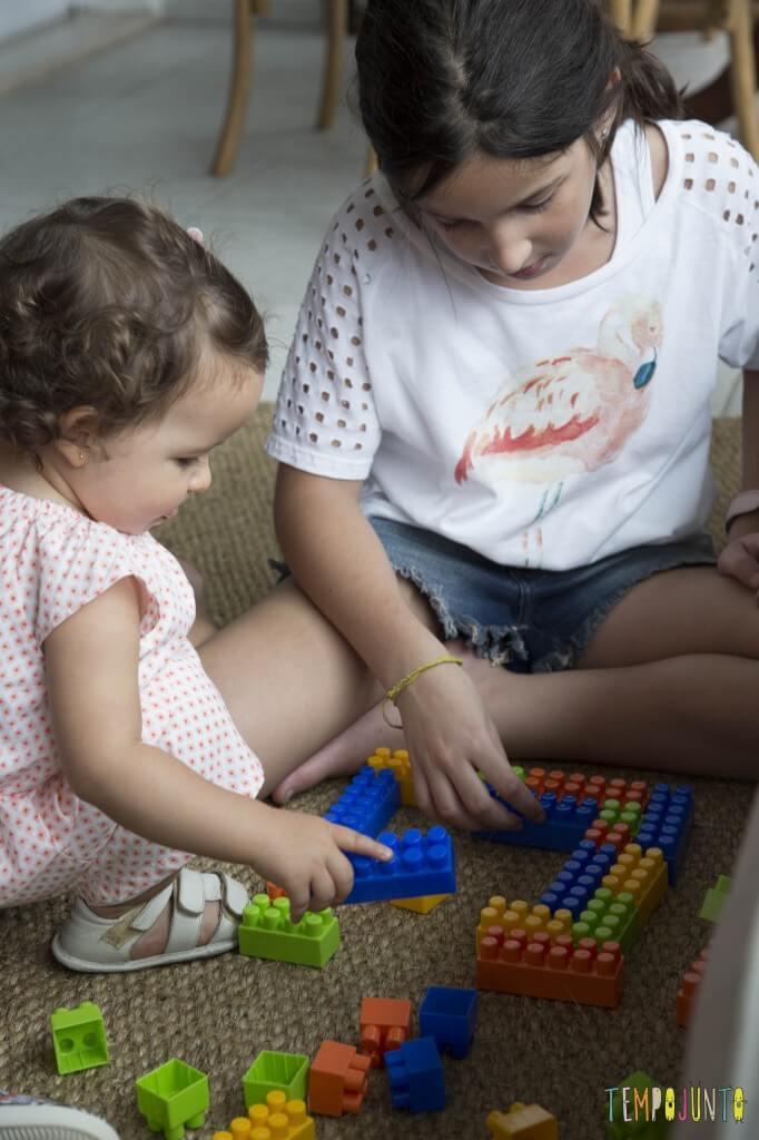 Brincadeiras para reunir bebês e crianças grandes - lego