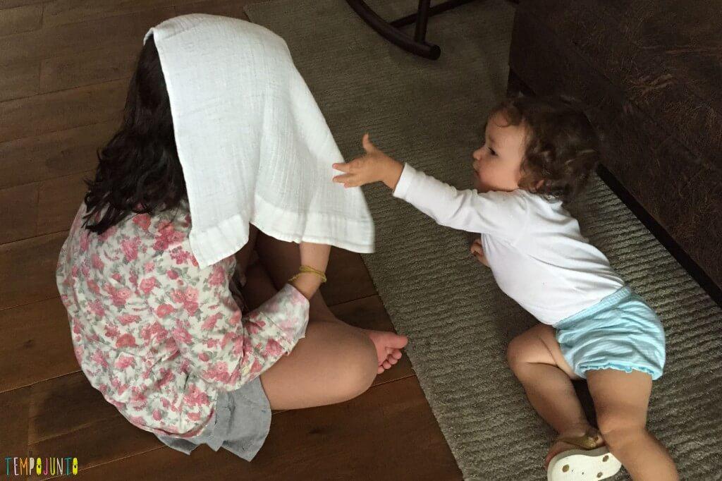 Brincadeiras para reunir bebês e crianças grandes - pano