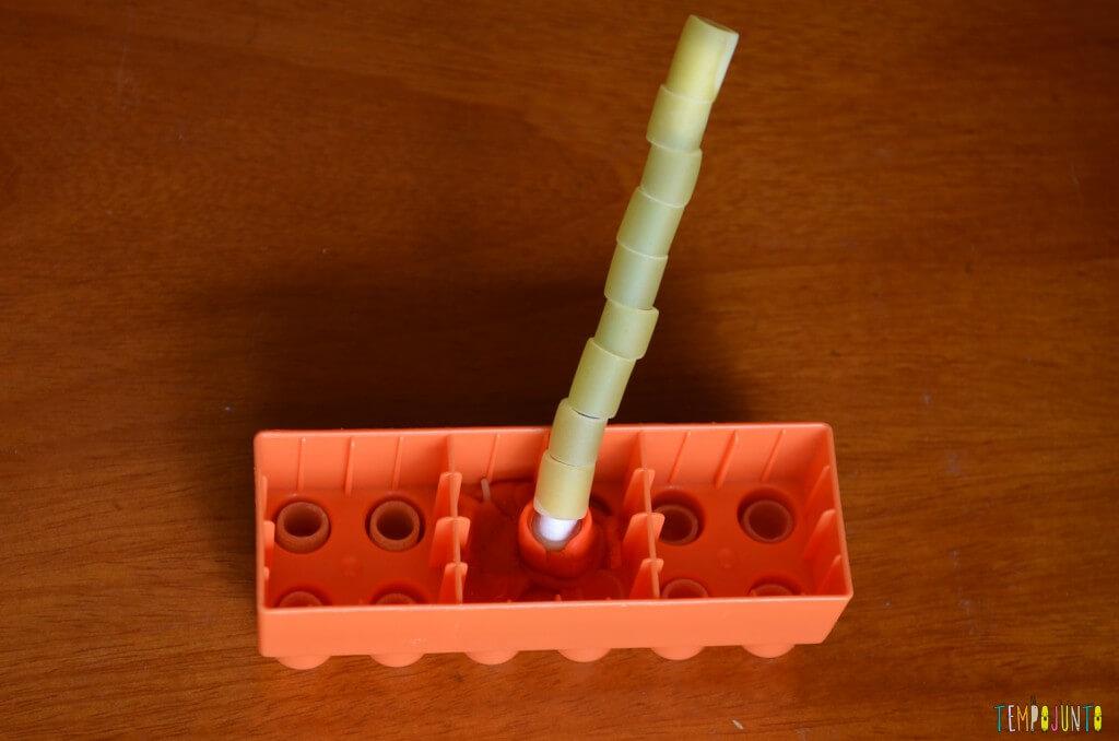 Cantinho para brincar - torre lego e macarrão