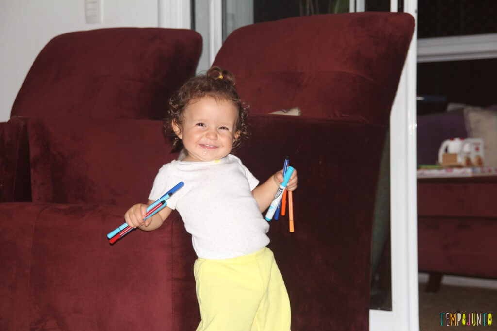 O brincar livre de um bebê - gabi sorrindo