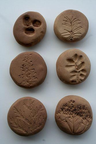 arte com argila - pedras carimbadas