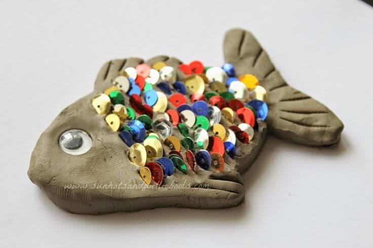 arte com argila - peixe com lantejoulas