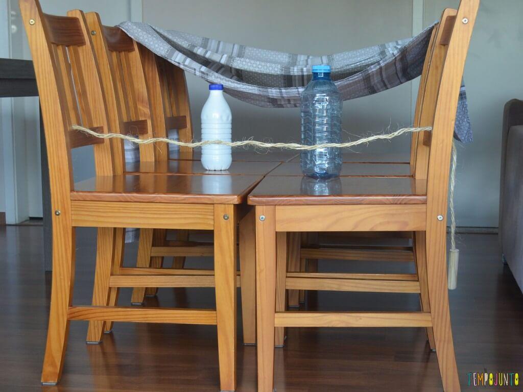 11 Brincadeiras para estimular o sexto e sétimo sentidos das crianças - cadeira com obstáculos