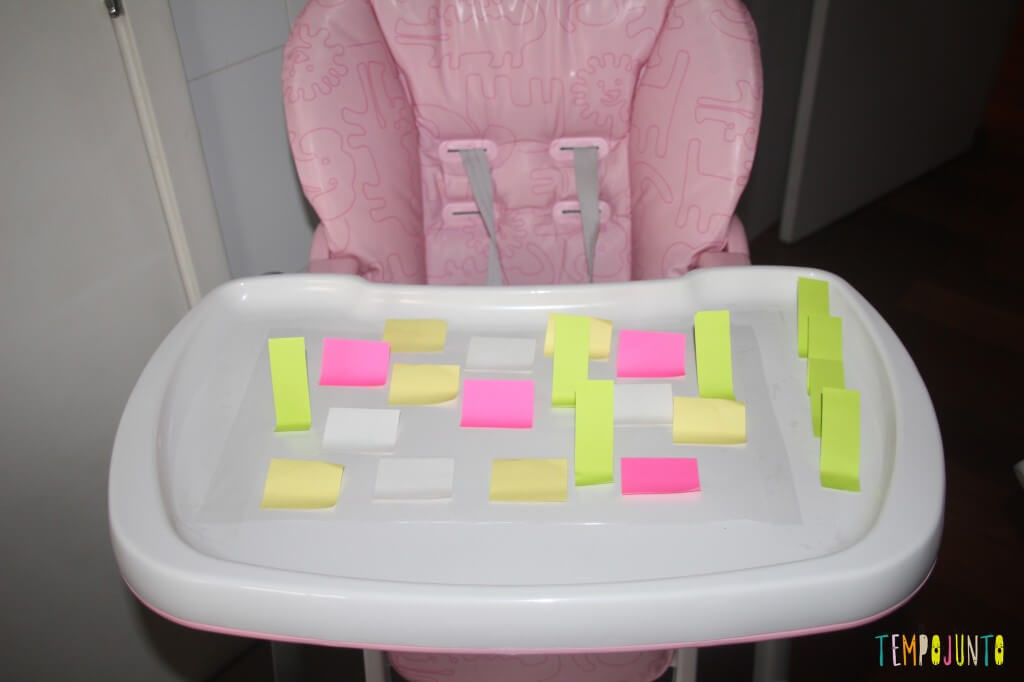 Brincadeira divertida para bebês com post-it e contact - postit colado