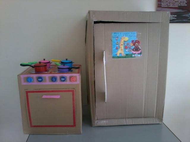 25 brincadeiras com caixa de papelão - fogao e geladeira