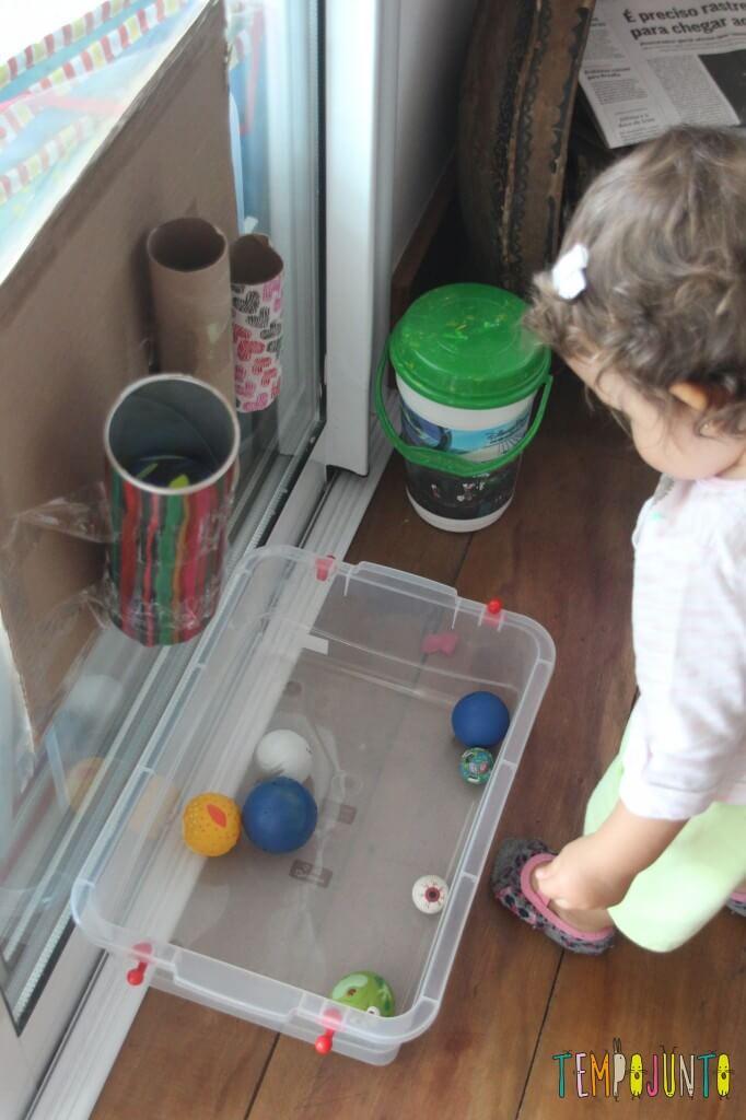Brinquedo caseiro para bebês de 12 a 18 meses - gabi e os tubos