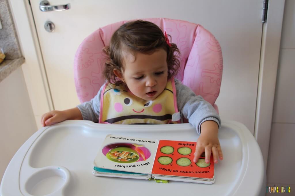 Leitura brincante para bebês - livro de legumes