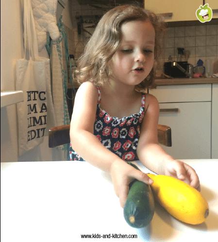 Na cozinha com crianças: Bolinho de Abobrinha com Queijo de Cabra - lily e abobrinha