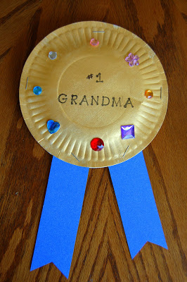 10 ideias criativas de cartão de Dia dos Avós feito pelas crianças - medalha de avó