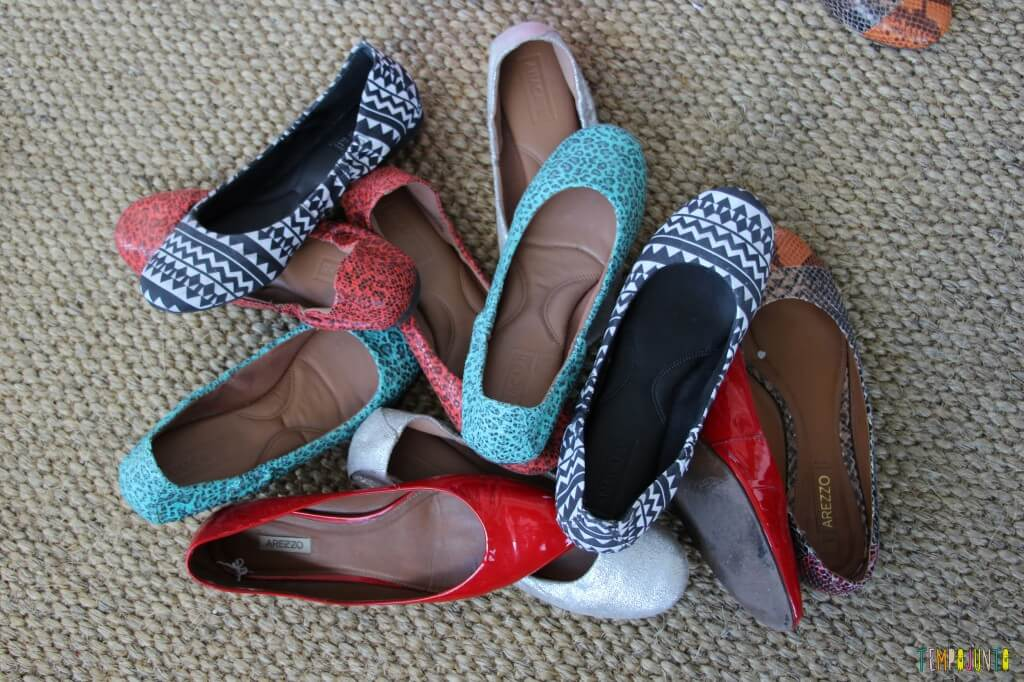 Estímulo para o bebê - encontre o par - sapatos na sala