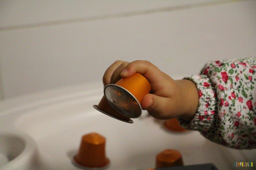 O que você pode transformar em brinquedo - duas capsulas de nespresso