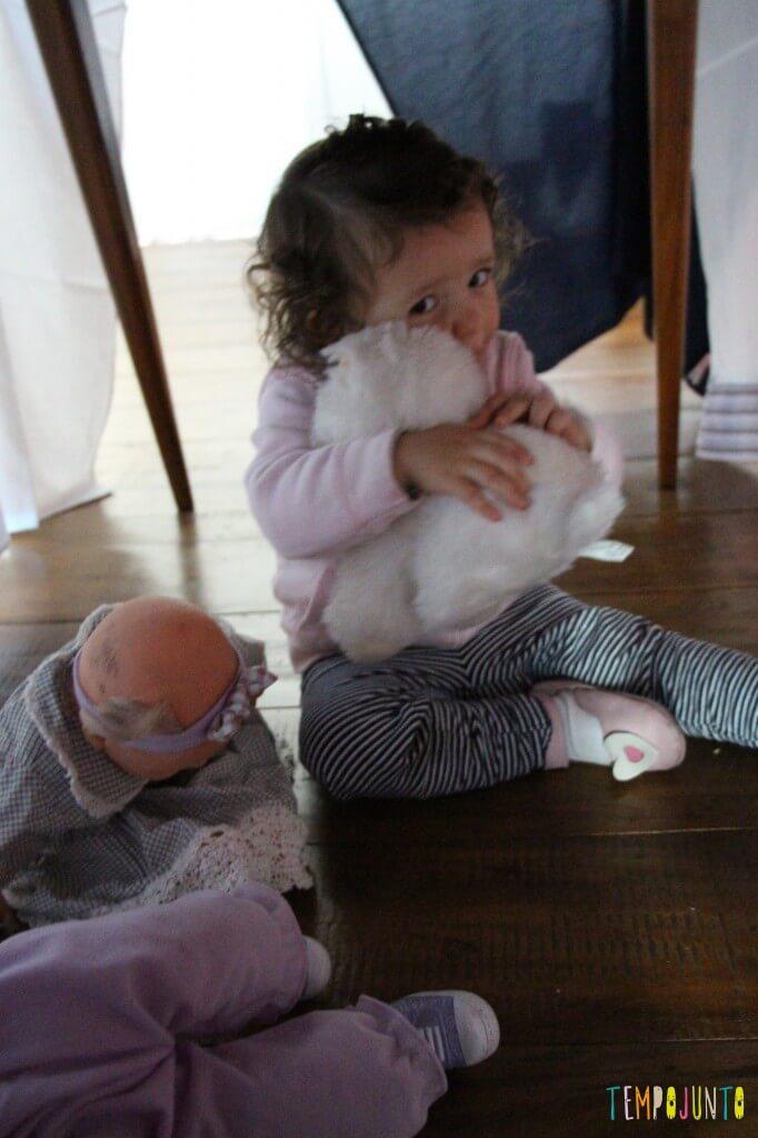 Que tal brincar de cabana com seu pequeno - gabi com os bonecos
