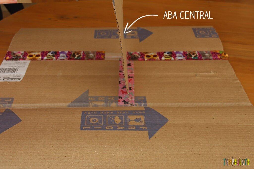 Brinquedo caseiro - como fazer um dobrador de camisa com aba central