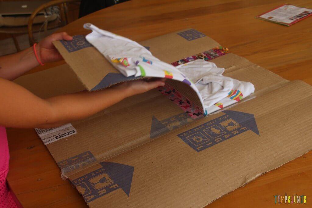 Engenheiro de papelão - fazendo um dobrador de camisa - finalizando