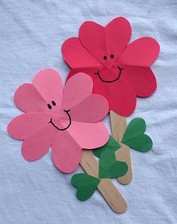 15 ideias criativas para fazer arte com flores - folha com papel de trevo