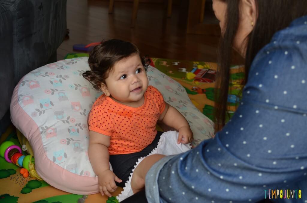 Brincadeira com o bebê no espelho para estimular os sentidos - Brincadeira do cadê com bebe