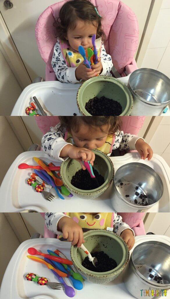 Como aproveitar o cotidiano para brincar com seus filhos pequenos - Gabi com colheres
