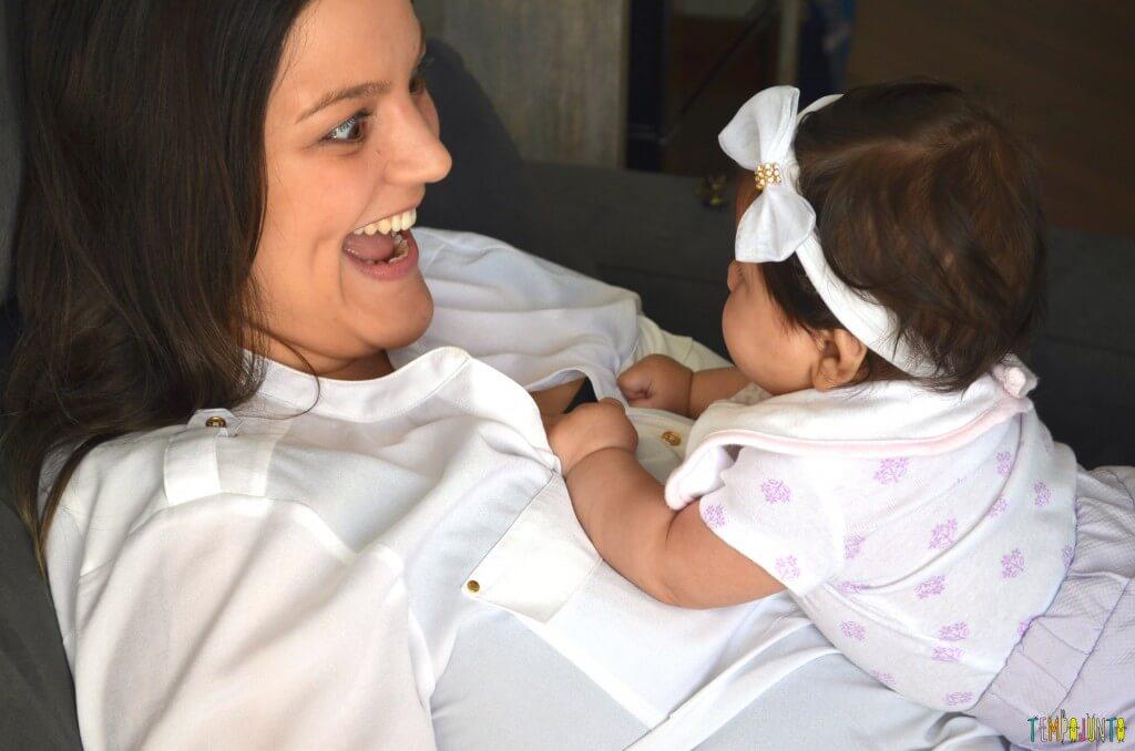 Novas brincadeiras para ajudar o bebê a ficar de bruços - bebe solta na barriga da mamae