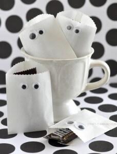 10 ideias criativas para o Halloween - saquinhos de fantasmas para guloseimas