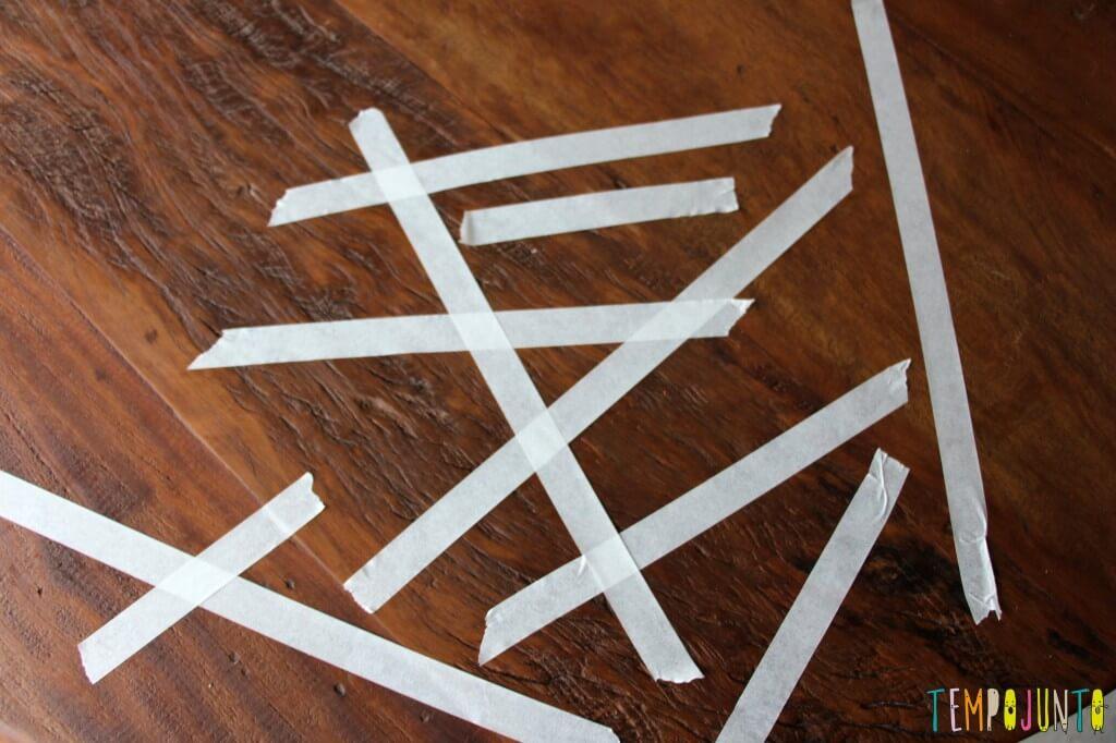 10 minutos para brincar com os filhos pequenos - fita crepe colada