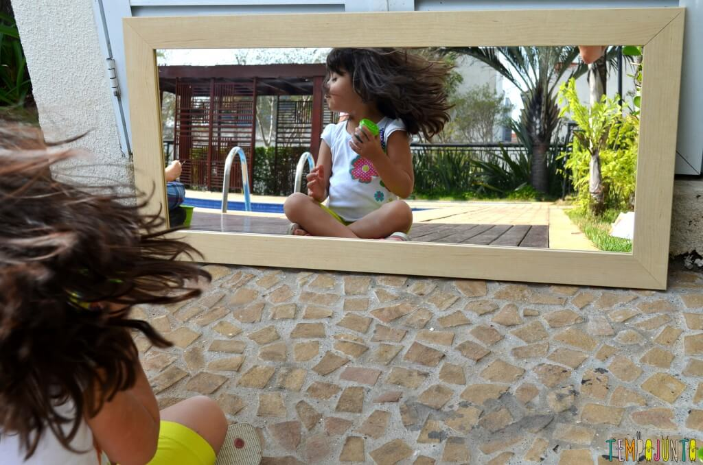 As descobertas incríveis ao brincar com seu filho no espelho - larissa balancando o cabelo