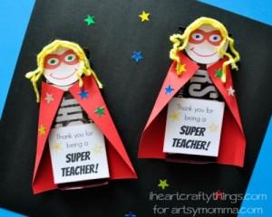 Mais 10 ideias de presentes para os professores que ainda dá tempo de fazer - chocolate super heroi