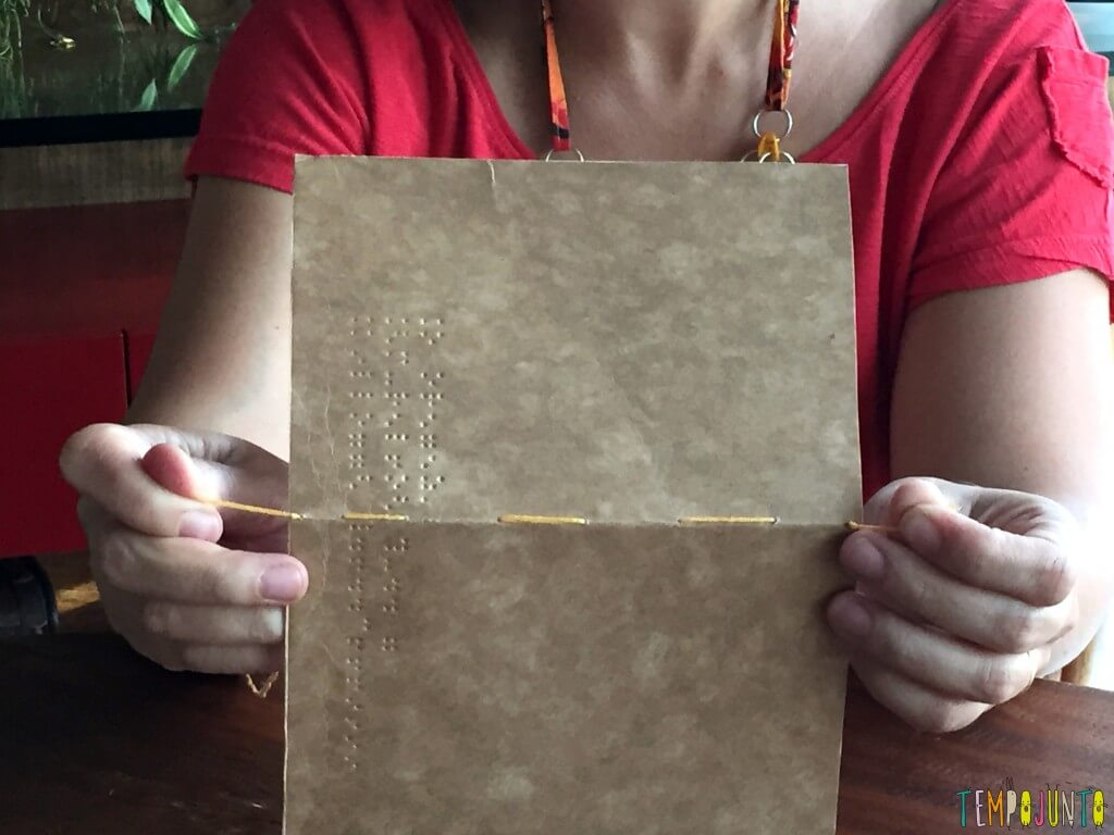 Presente artesanal para o Dia dos Professores - dando nozinho na linha