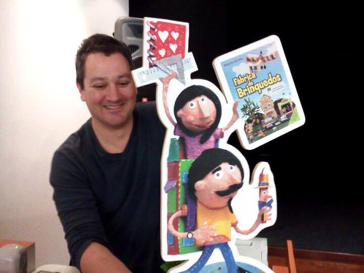 A fábrica de brinquedos de Ricardo Girotto - autor com personagens