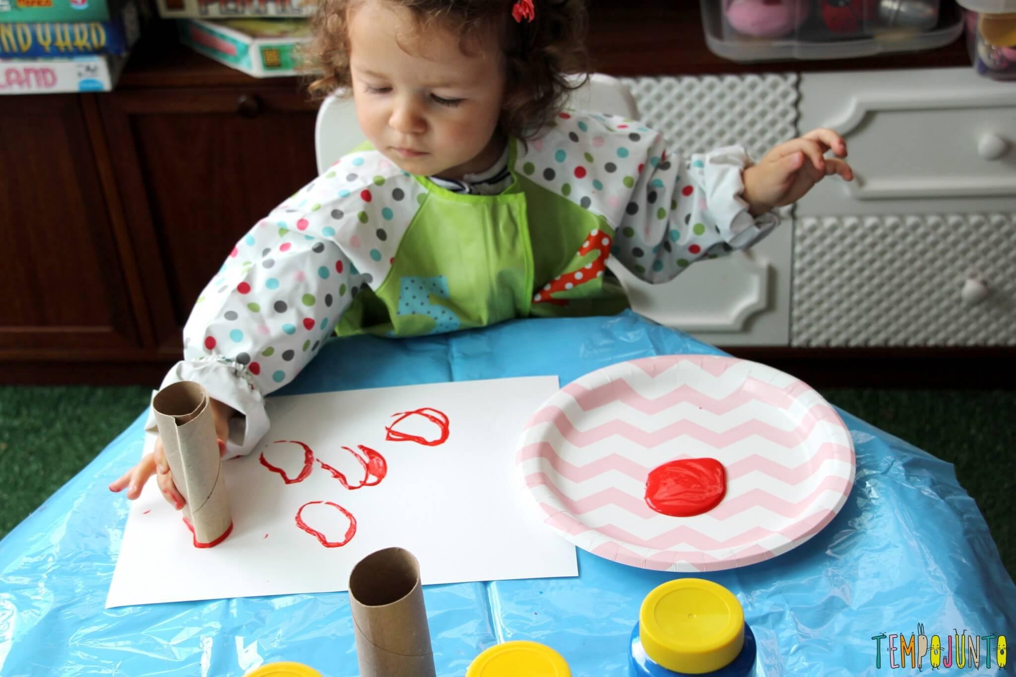 Atividade de artes para crianças pequenas - gabi carimbando 2