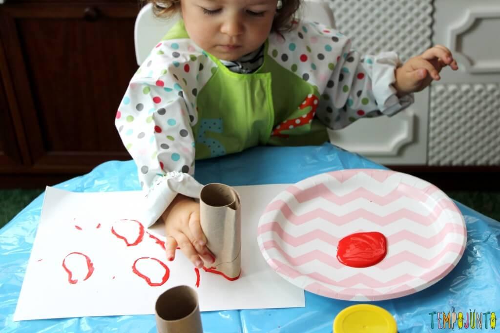 Atividade de artes para crianças pequenas - gabi carimbando 3