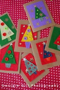 20 cartões de natal criativos para fazer com os filhos - tecidos e botoes