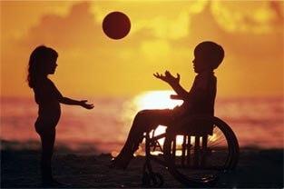 crincas_brincando_cadeira_rodas