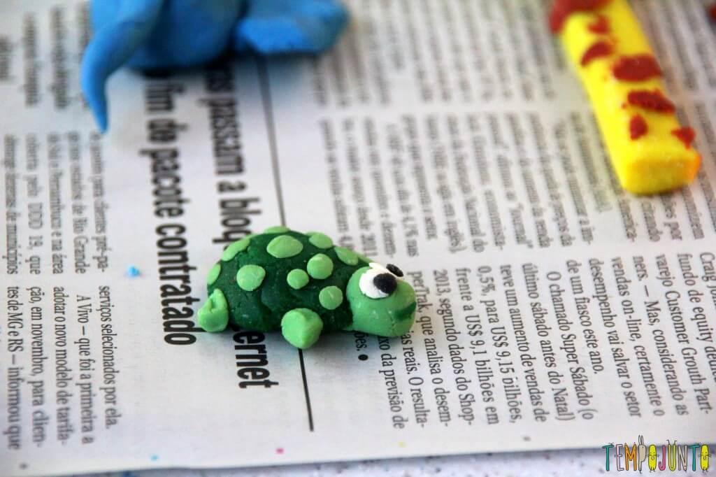 Brincar de massinha é bom para todo mundo - tartaruga