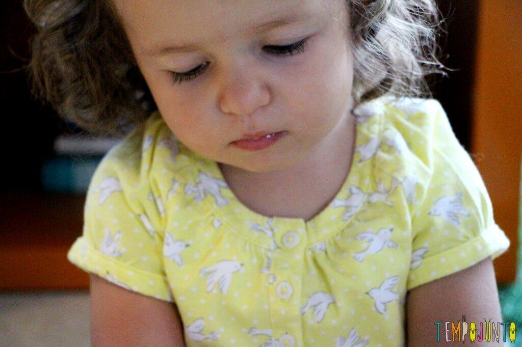 Como estimular a coordenação motora dos bebês - gabi concentrada