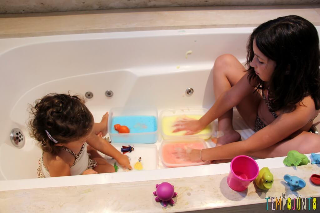 brincadeiras para crianças entre 3 e 7 anos espuma colorida