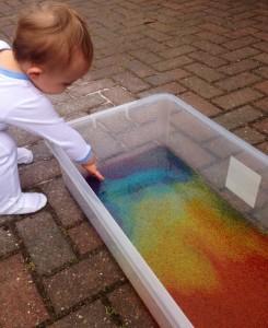 5 dicas de brincadeiras para se divertir neste verão com os bebês - banheira sagu